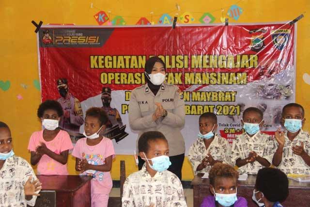 Satgas Arfak Mansinam Bina Anak-anak Pengungsi Kisor