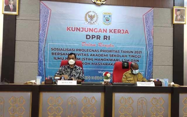 Puluhan Kepala Suku Papua Barat Bertemu Baleg DPR RI
