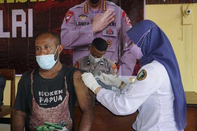 Divaksin Gratis TNI-Polri, Dapat Bapok, Dapat Kuota Internet